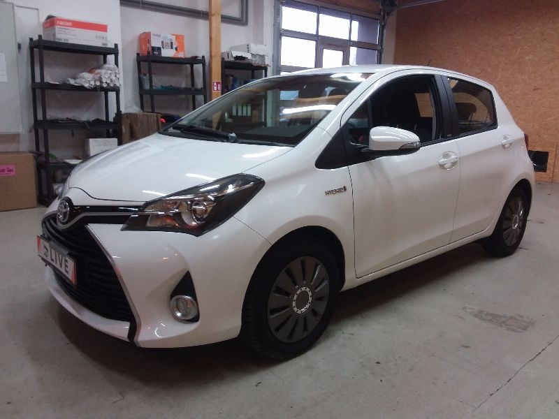 toyota yaris 1 5 edition s hybrid acc navi shz. Black Bedroom Furniture Sets. Home Design Ideas