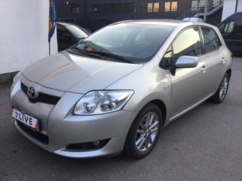 toyota auris 1 4 turbodiesel life a c navi. Black Bedroom Furniture Sets. Home Design Ideas