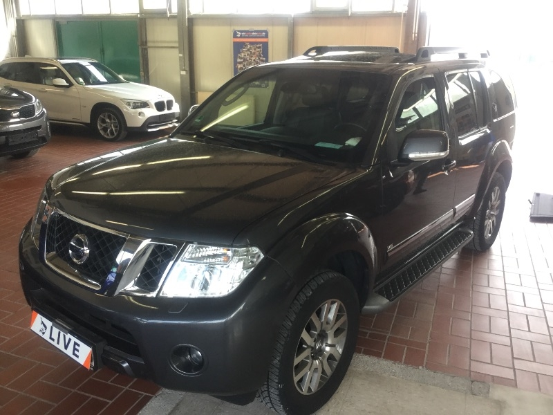 nissan pathfinder 3 0 v6 dci le xenon a c navi shz. Black Bedroom Furniture Sets. Home Design Ideas